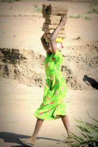 Maedchen in Darfur: Sie wuerde von TTIP nicht profitieren (c) Tom Ruebenach