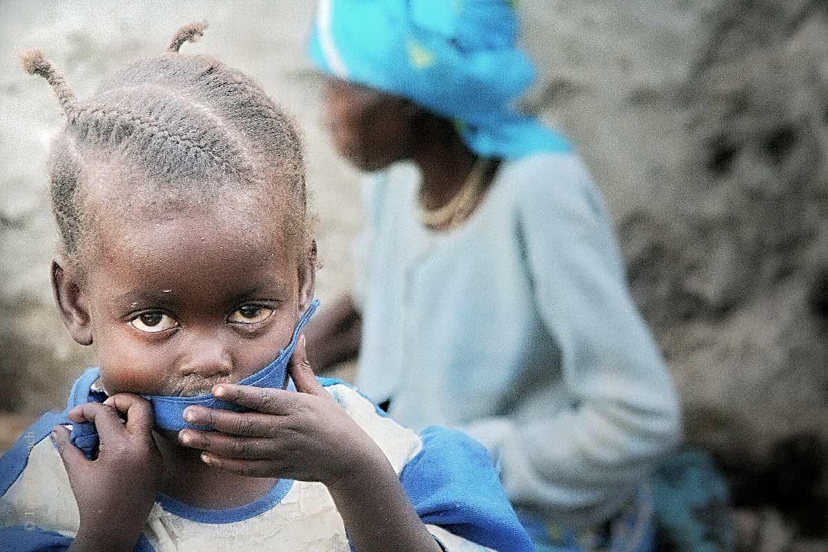 Mädchen mit Großmutter in Goma, DR © Tom Rübenach